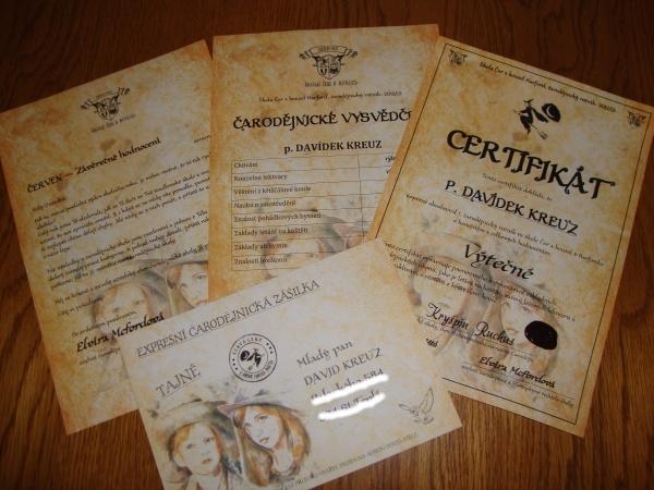 Čarodějnické vysvědčení a certifikát